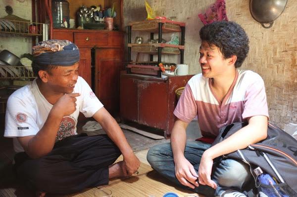 東南アジアで現地人と間違われるのが特技。ちなみに写真は右